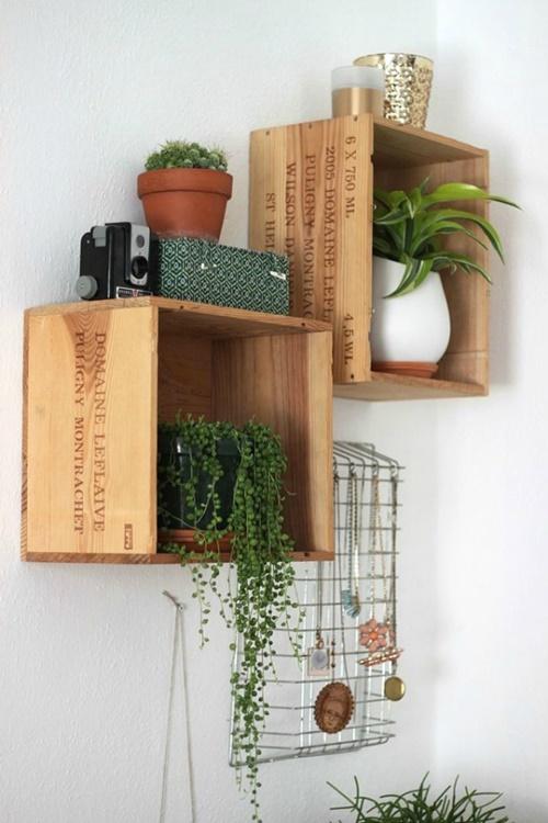 houten-kistjes-muur